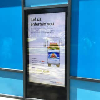 Ecran d'informations en vitrine