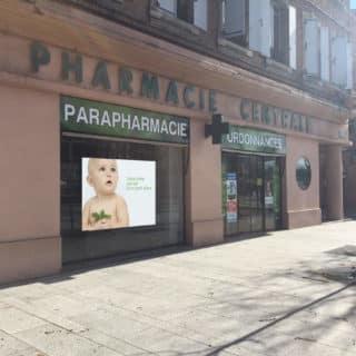 Écran led vitrine de la pharmacie d'Albi