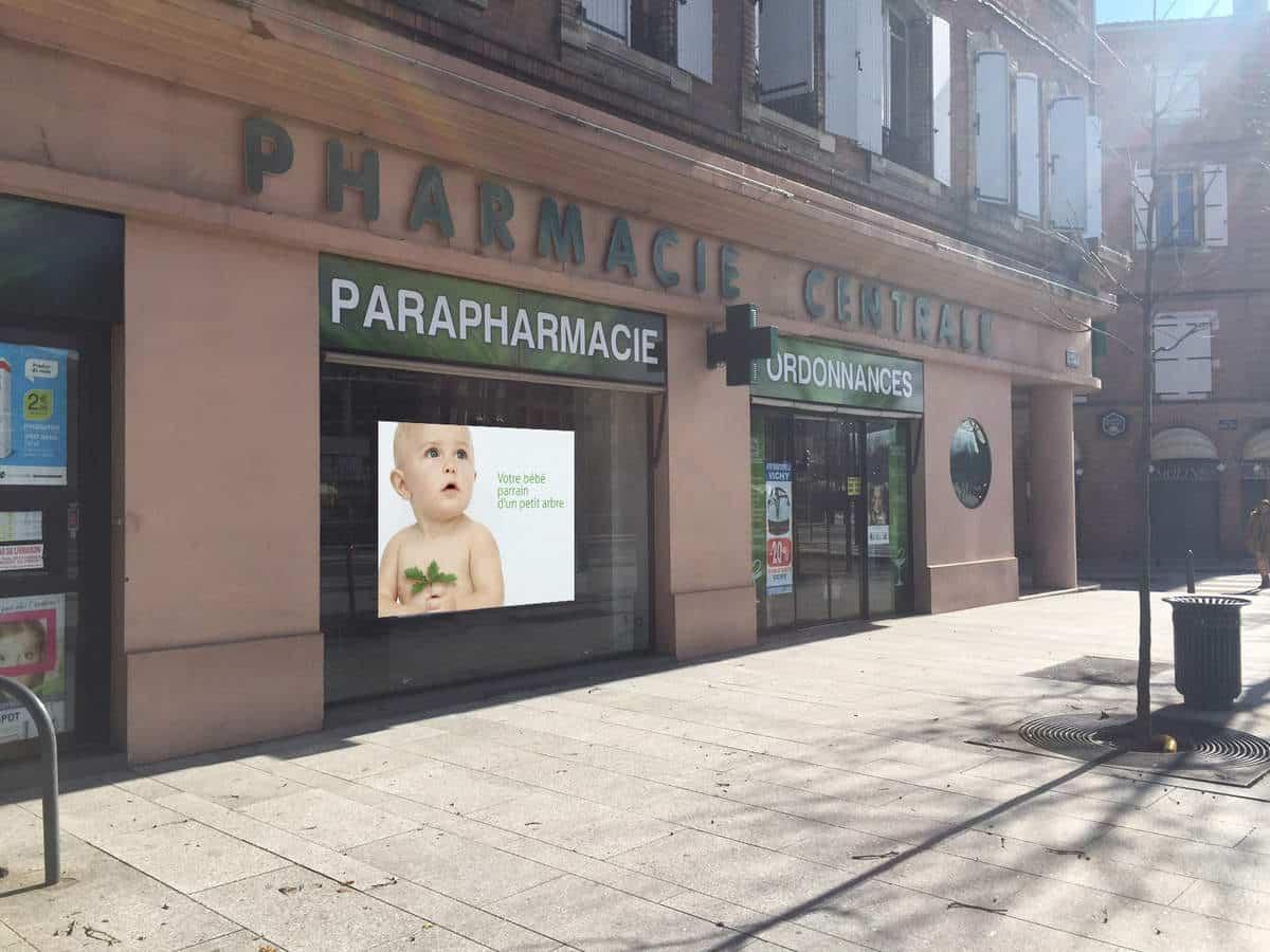 Ecran geant led vitrine de la pharmacie d'Albi