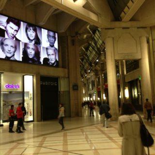 Ecran geant face métro les Halles