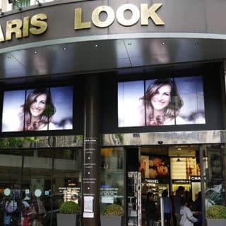 Paris ecran vitrine boutique l'oreal Dynascan