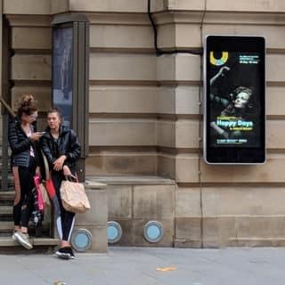 ecran publicitaire mural pour theatre