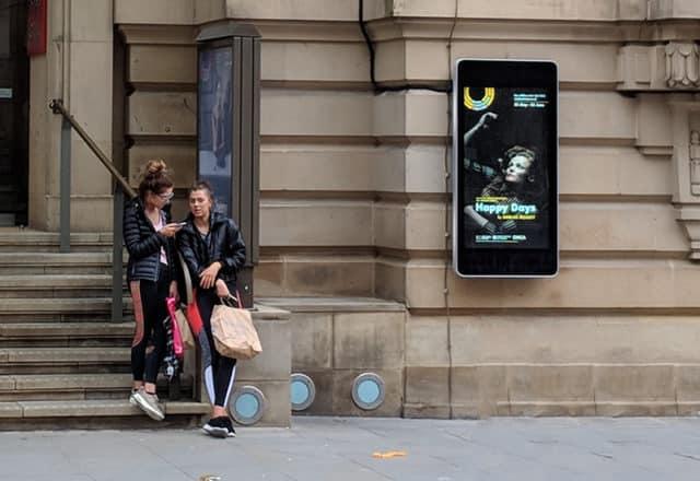 écran publicitaire mural pour théâtre