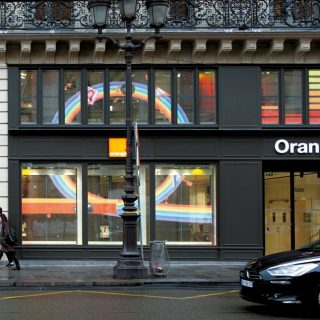 Ecran LED transparent boutique orange