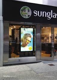 Ecran en vitrine boutique optique