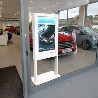 Ecran vitrine concession auto