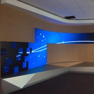 Écran géant modulaire du showroom Parisien