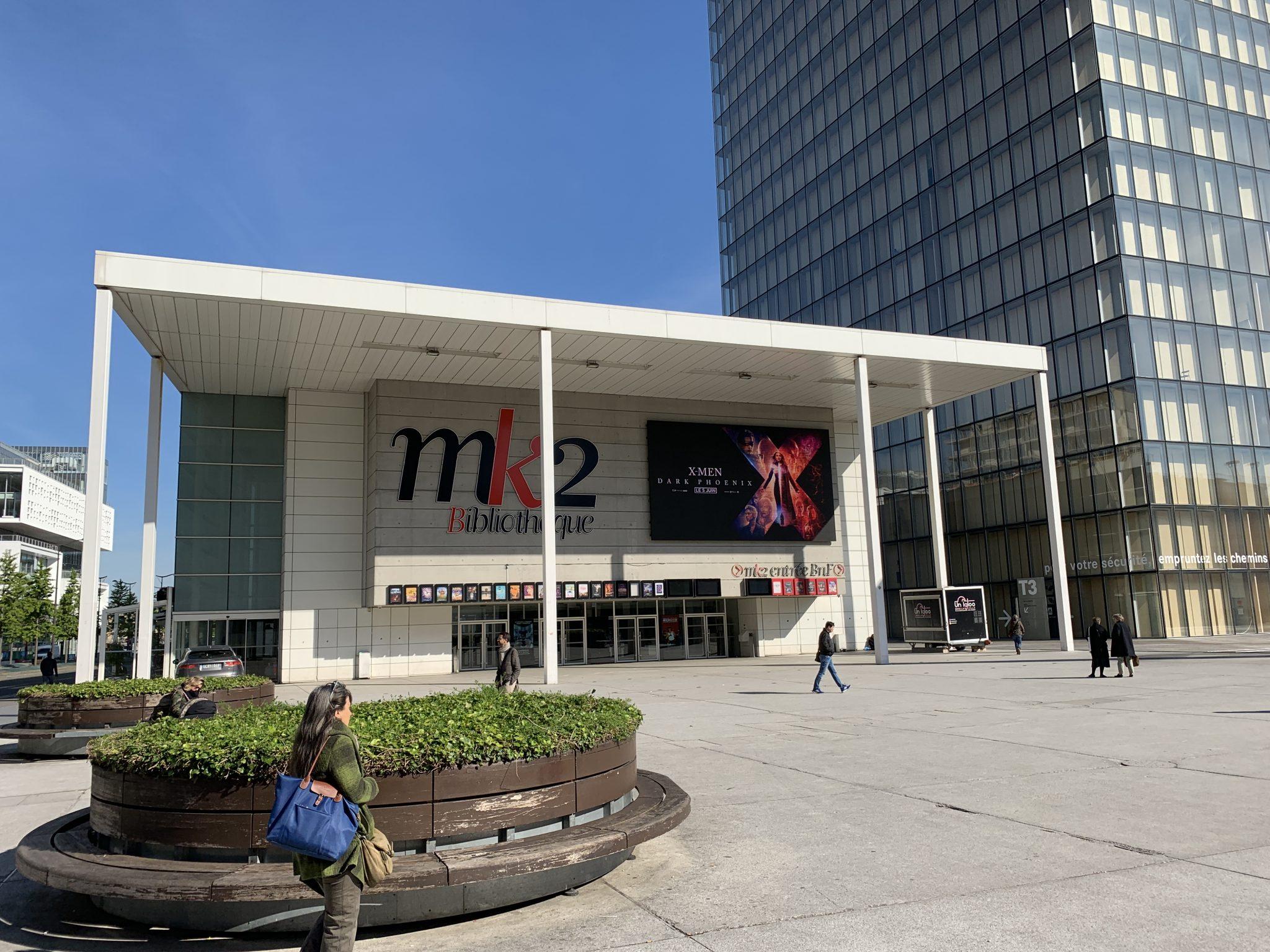 Ecran geant façade cinema Paris
