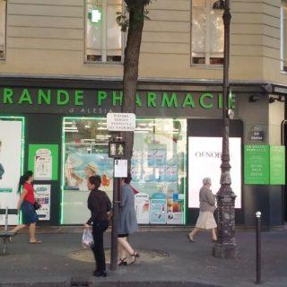 Ecrans en vitrine de la pharmacie Alesia