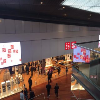 Enseigne video LED Uniqlo