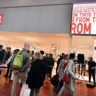 Ecran geant LED en facade de la boutique Uniqlo
