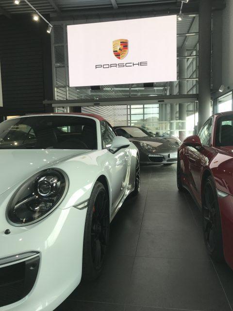 Mur d'image LED en concession Porsche