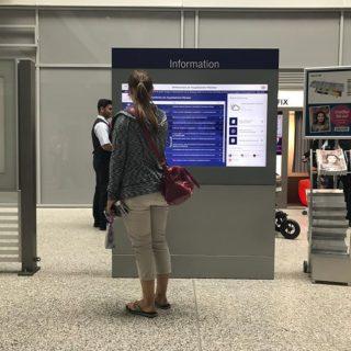Borne digitale pour gare
