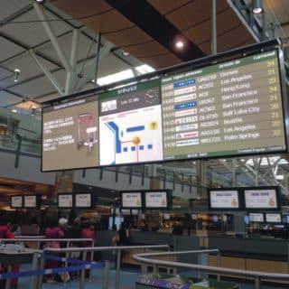 Ecran geant d'informations pour aeroport