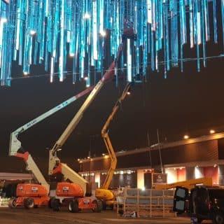 Fixation des pendrillons LED du parc des expositions